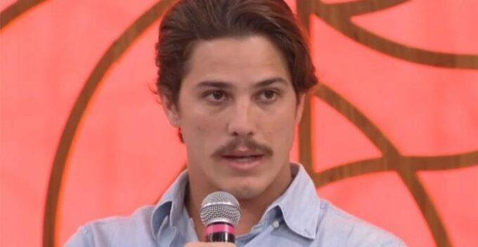 Rômulo Arantes assume romance com famosa modelo e flagras são divulgados