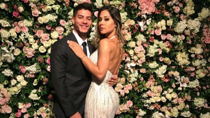 """Mayra Cardi que é casada com Arthur Aguiar fala sobre separação: """"Não é fácil partir amando"""""""