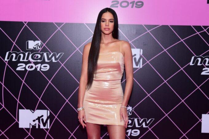 """Bruna Marquezine é chamada de sub-celebridade e perde a linha em bate-boca: """"Para de falar bosta"""""""