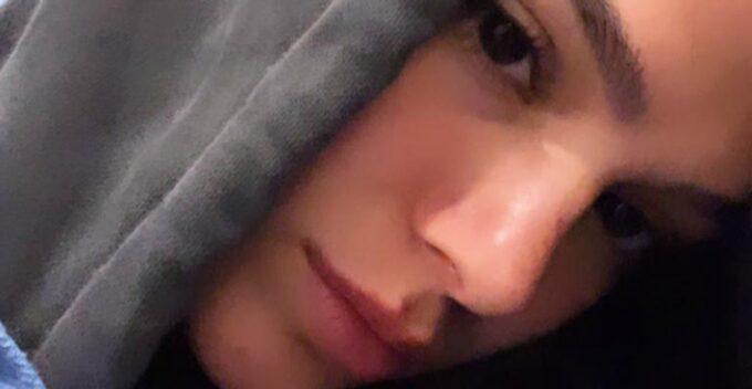 Bruna Marquezine se dá muito mal, dorme em carpete e é impedida de voltar para o Brasil