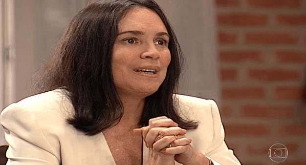 Por Amor: Helena revela troca dos bebês e leva surra de Virgínia