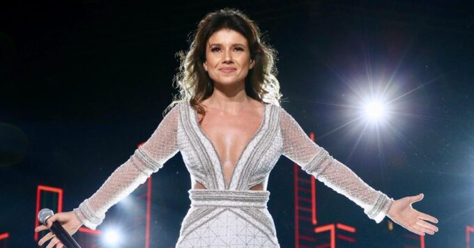 Paula Fernandes, após ter música rejeitada por Luan Santana, Juntos e Shollow Now é exibida em novela da Globo