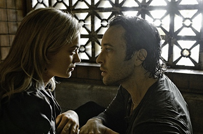 Moonlight - Sophia Myles as Beth Turner and Alex O'Loughlin as Mick St. John in
