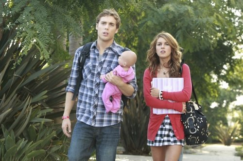 90210 - Dustin Milligan as Ethan and Shenae Grimes as Annie