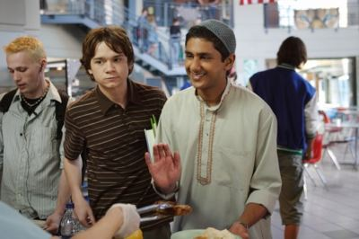 """Rocket Club"" (L-R) Dan Byrd as Justin Tolchuck and Adhir Kalyan as Raja Musharaff in ALIENS IN AMERICA on The CW."