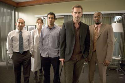 "HOUSE - Hugh Laurie as Dr. House, Peter Jacobson as Dr. Chris Taub, Olivia Wilde as Thirteen, Kal Penn as Dr. Lawrence Kutner, and Omar Epps as Dr. Eric Foreman in ""Games"""