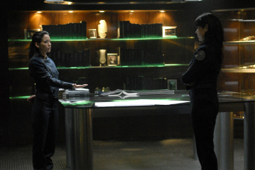 "BATTLESTAR GALACTICA - Stephanie Jacobsen as Kendra Shaw and Michelle Forbes as Admiral Cain in ""Razor"""