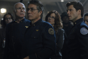 "ATTLESTAR GALACTICA - Michael Hogan as Col. Saul Tigh, Edward James Olmos as Admiral William Adama, Mary McDonnell as Laura Roslin, and Jamie Bamber as Lee ""Apollo"" Adama in ""Razor"""