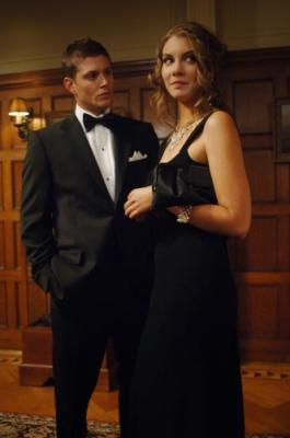 """SUPERNATURAL - Jensen Ackles as Dean and Lauren Cohan as Bela in """"Red Sky at Morning"""" on The CW"""