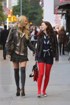 "GOSSIP GIRL - Blake Lively as Serena and Leighton Meester as Blair in ""Hi, Society"""
