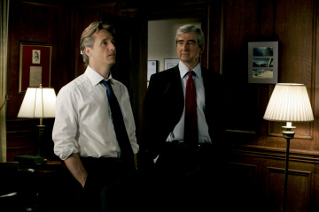 """LAW AND ORDER -  Linus Roche as A.D.A. Michael Cutter and Sam Waterston as Executive Assistant District Attorney Jack McCoy in """"Calling Home"""""""