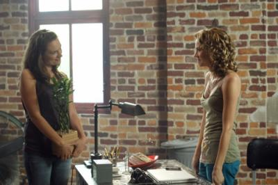 """ONE TREE HILL -  Michaela McManus as Lindsey and Hilarie Burton as Peyton Sawyer in """"My Way Home Is Through You"""""""