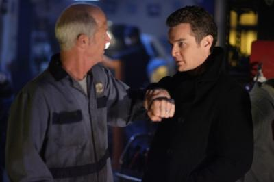 """SMALLVILLE - Mark Allen McClure as Dax-Ur / Mechanic and James Marsters as Brainiac in """"Persona"""""""