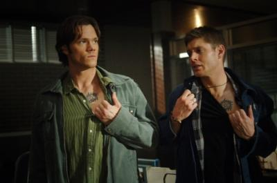 """SUPERNATURAL - Jared Padalecki as Sam Winchester and Jensen Ackles as Dean Winchester in """"Jus In Bello"""""""