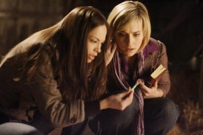 "SMALLVILLE - Kristin Kreuk as Lana Lang and Allison Mack as Chloe Sullivan in ""Traveler"""