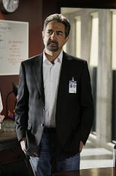 Agent Rossi (Joe Mantegna)