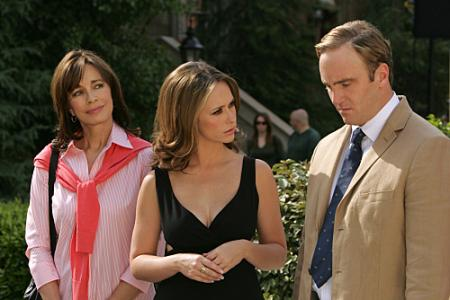 Anne Archer as Melinda's mother, Jennifer Love Hewitt as Melinda, and Jay Mohr as Professor Payne