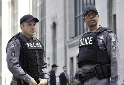 Flashpoint - Commander Holleran (Phil Akin) and Sgt. Gregory Parker (Enrico Colantoni)