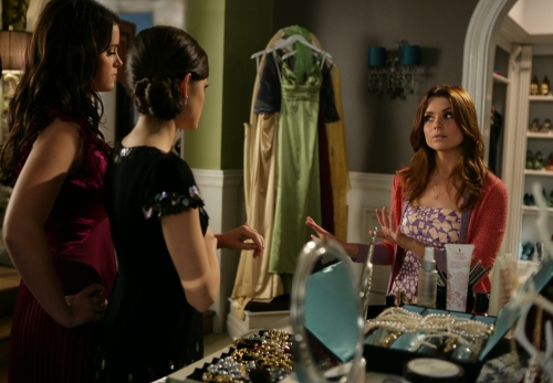 Ashley Newbrough as Sage, Lucy Kate Hale as Rose and JoAnna Garcia as Megan in PRIVILEGED