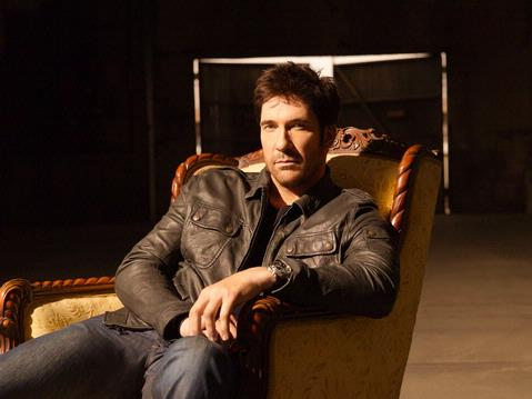 dylan-mcdermott03-ph-timothy-white_10078_2365