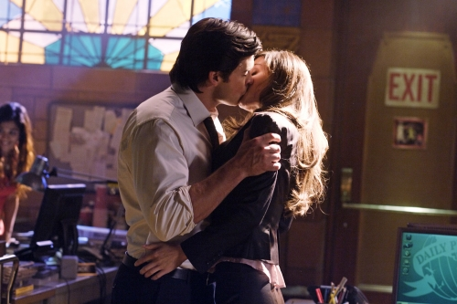 Tom Welling as Clark Kent and Erica Durance as Lois Lane in SMALLVILLE