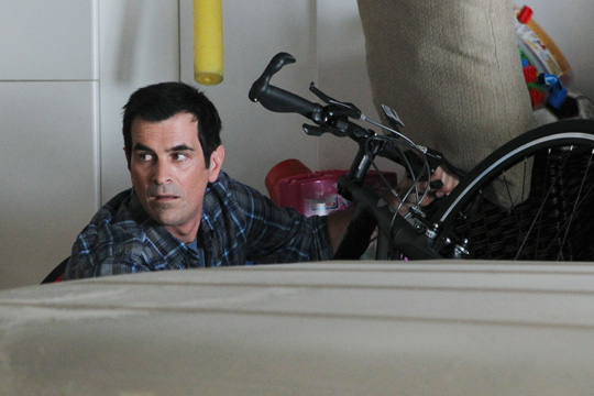 """MODERN FAMILY (ABC) """"The Old Wagon"""""""