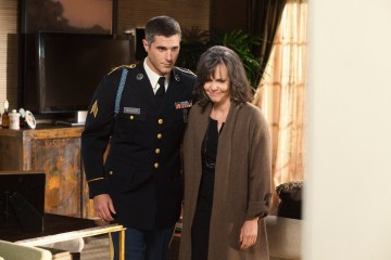 Brothers & Sisters (ABC) The Homecoming - DAVE ANNABLE, SALLY FIELD