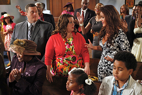 """MIKE & MOLLY """"Victoria's Birthday"""" Episode 23"""