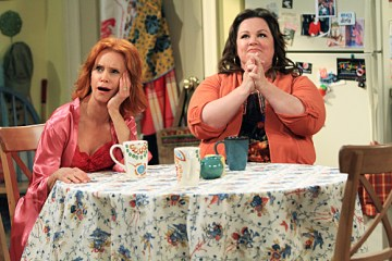 "MIKE & MOLLY Season Finale ""Peggy's New Beau"""