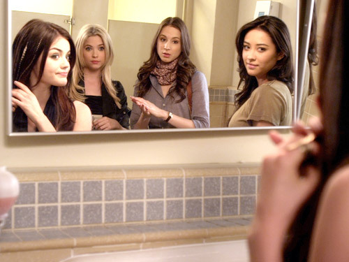 """PRETTY LITTLE LIARS """"My Name Is Trouble"""""""
