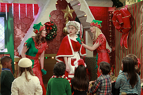 2 BROKE GIRLS (CBS) And The Very Christmas Thanksgiving
