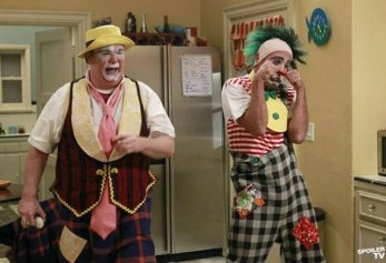 Modern Family - Send Out the Clowns