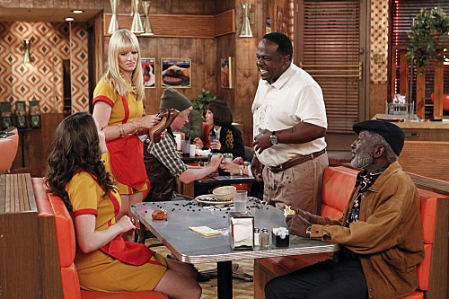 2 Broke Girls Season 2 Episode 5 And The Pre-Approved Credit Card (4)