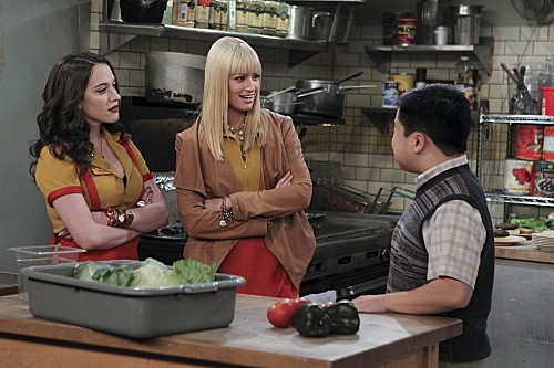 2 Broke Girls Season 2 Episode 7 And The Three Boys With Wood (9)