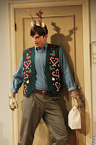 Two and a Half Men Season 10 Episode 11 Give Santa A Tail-Hole (6)