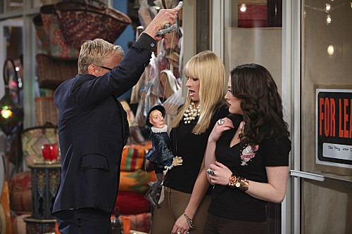 2 Broke Girls Season 2 Episode 17 And the Broken Hip (2)