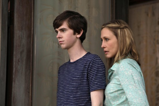 https://i1.wp.com/www.tvequals.com/wp-content/uploads/2013/03/Bates-Motel-Episode-1-First-You-Dream-Then-You-Die-7.jpg
