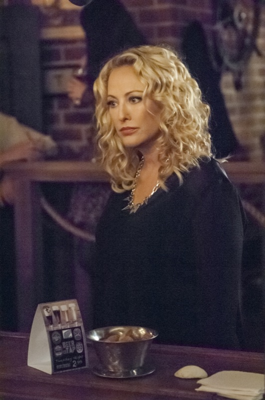 Witches Of East End Season 1 Episode 8 Snake Eyes Tv Equals