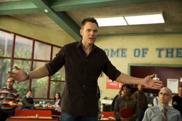 Community Season 5 Episode 1 & 2 Repilot;Introduction to Teaching (8)