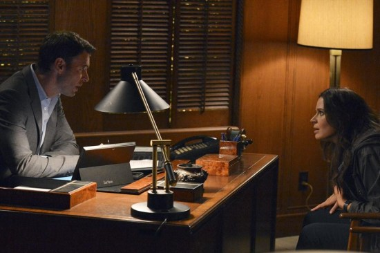 Scandal Season 3 Episode 12 We Do Not Touch the First Ladies (11)