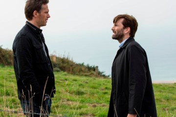 KUDOS FILM AND TELEVISION PRESENTSBROADCHURCH SERIES 2EPISODE 7Images are under strict Embargo not to be used before the 10TH February.PICTURED : DAVID TENNANT and JAMES DARCY.Copyright ITV/Kudos.