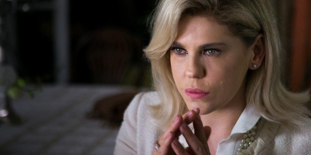 """""""Eu me sinto menino, mas olho no espelho e vejo peito"""", diz Bárbara Paz"""