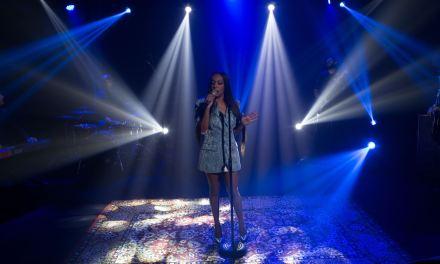 Do reggae ao Rei, Samantha Schmütz solta a voz na nova temporada de seu programa