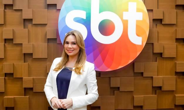"""Rachel Sheherazade renova contrato com o SBT e comemora: """"Muitíssimo feliz"""""""
