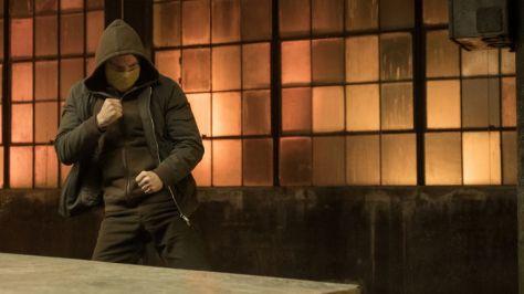 Finn Jones is Iron Fist met masker in Netflix' Iron Fist S2 recensie