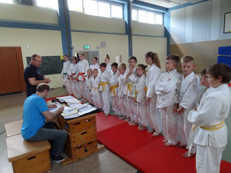http://www.tvjahn-bad-lippspringe.de/tl_files/artikelbilder/2012/Judo/Kyu-Pruefung 020716/DSC05828.JPG