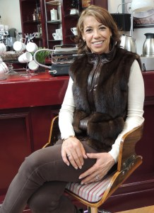 Genoveva Martínez, Producer of Como dice el dicho