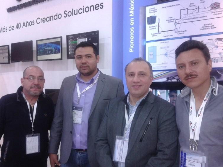 Mario Guillen, Gerardo Silva y Enrrque Gandulfo de VEAS con Alberto Castro de Efecto Noticias
