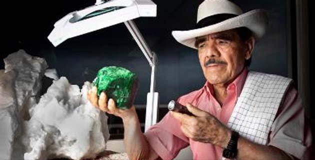 Victor Carranza  El azar de las Esmeraldas