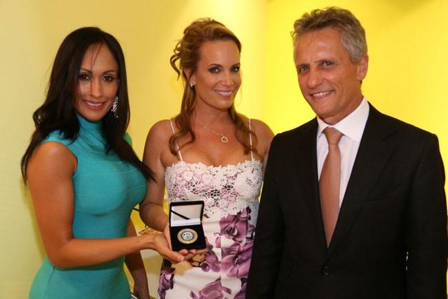 Elizabeth Hernandez  Natalia Denegri y Alcalde de el Doral